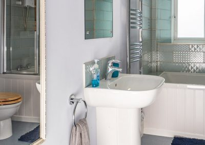 Knowehead Cottage - Bathroom