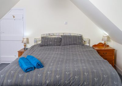 Knowehead Cottage - Double Bedroom with en-suite